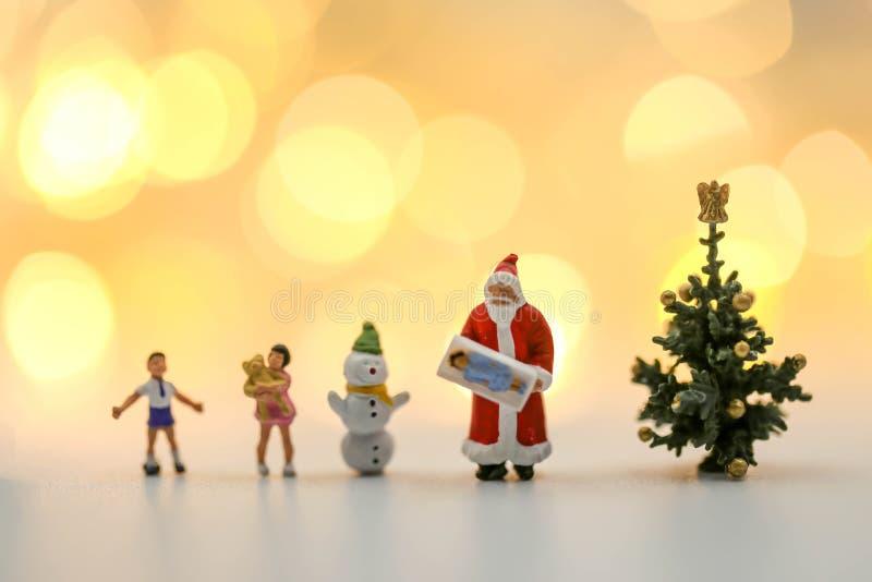Люди с Рождеством Христовым и счастливого Нового Года миниатюрные: Дети w стоковые фотографии rf