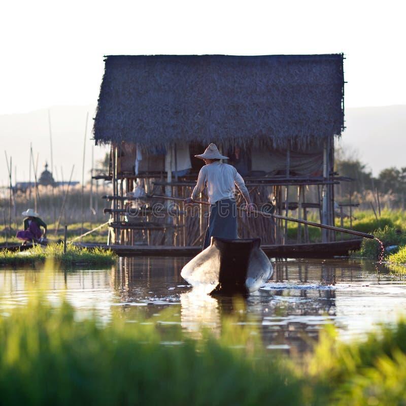 Люди трибы Intha на озере Inle, Myanmar стоковые изображения