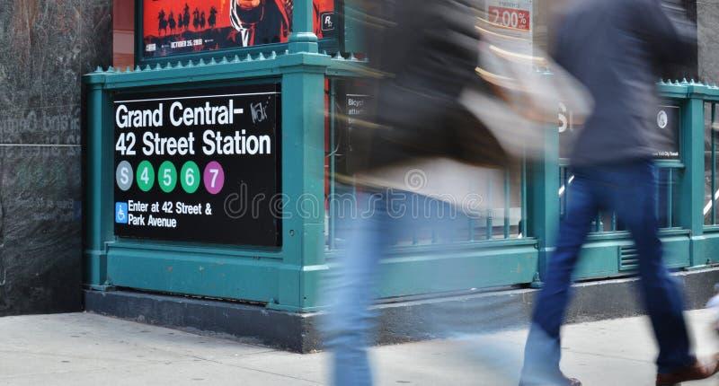 Люди часа пик MTA входа станции метро улицы Нью-Йорка грандиозной центральной станции NYC 42nd стоковая фотография rf