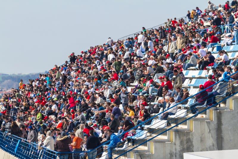 люди 2012 Формула-1 видя тренировку стоковое изображение