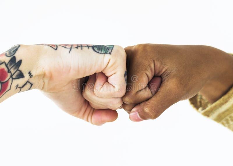 Люди bumping их кулаки совместно стоковые изображения