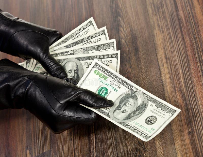 Людские руки в черных перчатках стоковая фотография rf