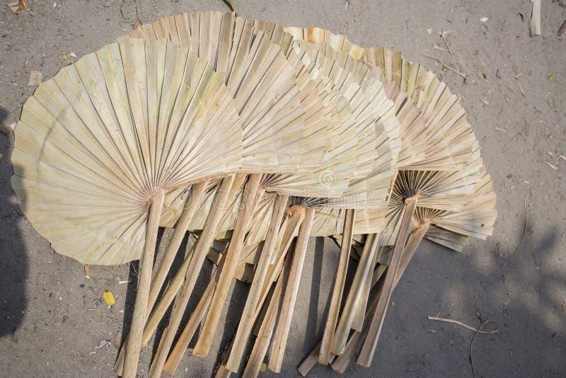 людям погоды calices 40 градусов нужен вентилятор руки стоковая фотография