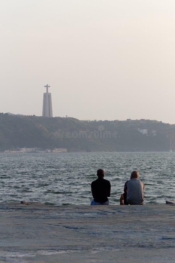 2 люд в пристани в Реке Tagus стоковое изображение