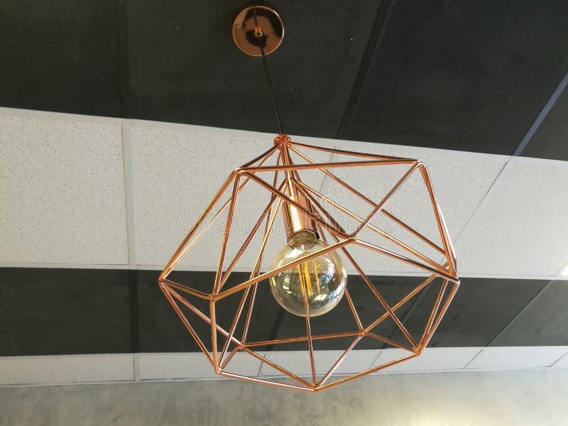 Люстра потолка с шариком лампы стоковое фото