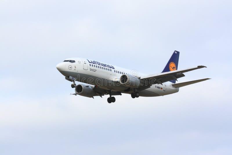 Люфтганза Боинг 737 стоковое изображение rf