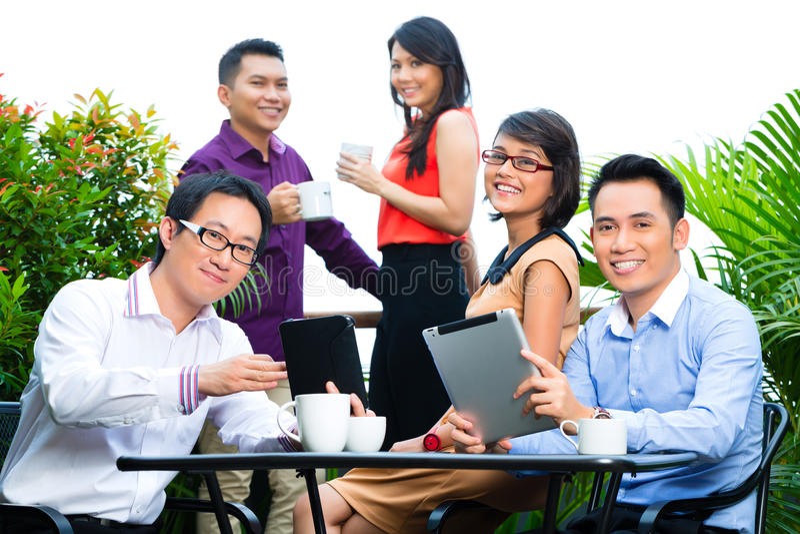 Люди азиатское творческого или рекламное бюро стоковые фото
