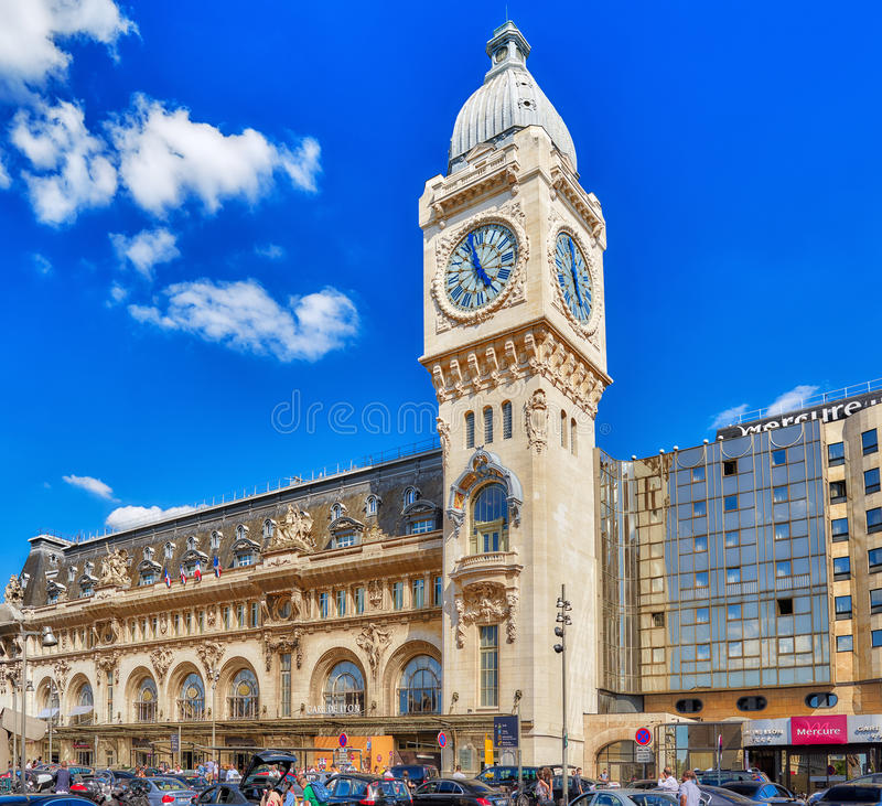Люди, виды на город Париж Станция железных дорог Gare de Лион стоковые фотографии rf