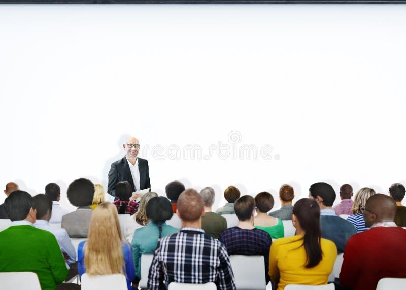 Люди встречи конференции семинара уча концепцию представления стоковая фотография rf