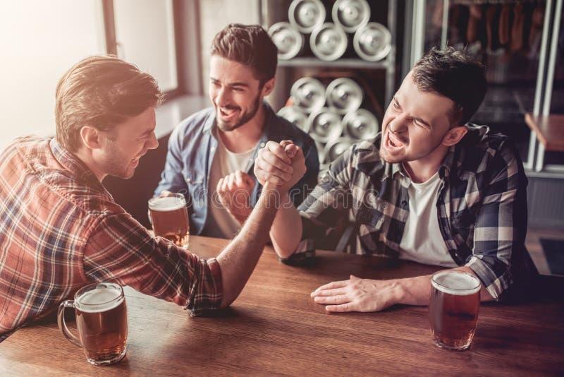 Люди в баре стоковое фото rf