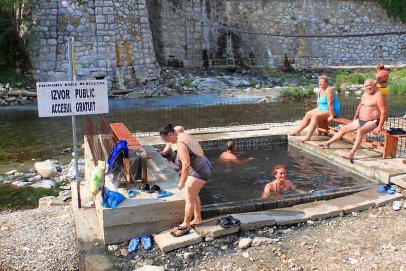 Люди в тазах с термальной водой стоковое фото