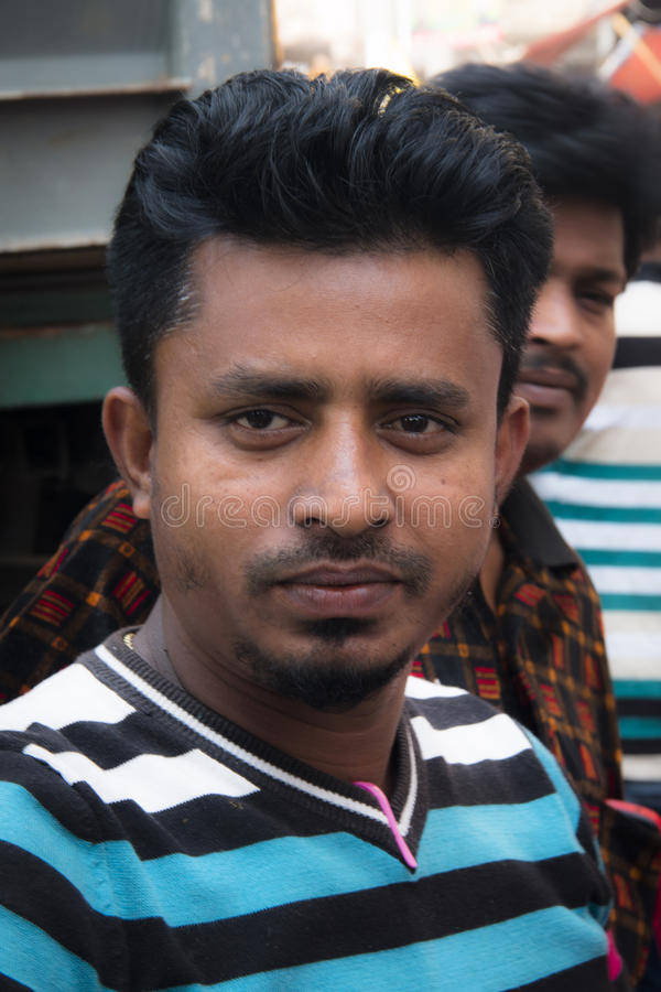 Люди в улице Дакки, Бангладеше стоковые фотографии rf