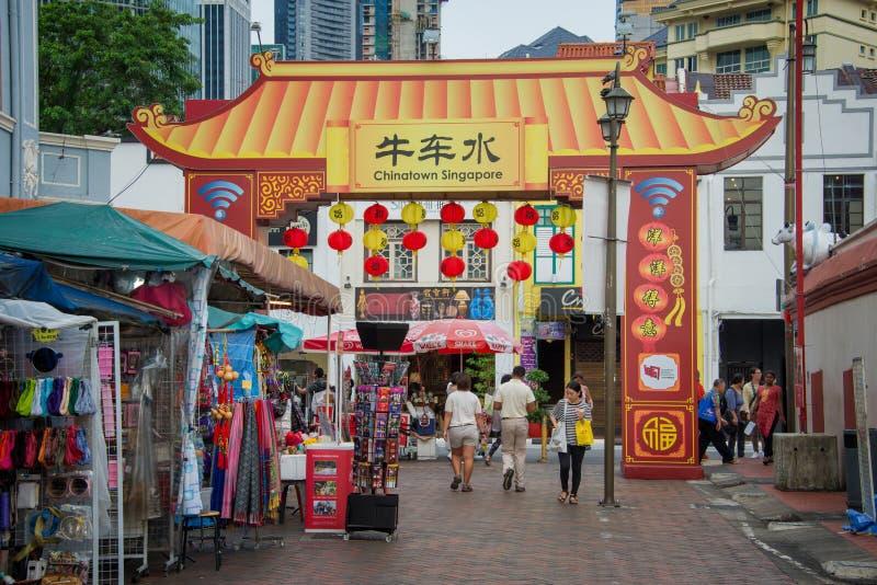 Люди в улице Чайна-тауна, Сингапура стоковые фотографии rf