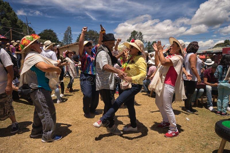 Люди имея потеху outdoors в Санте Elena Колумбии стоковые изображения