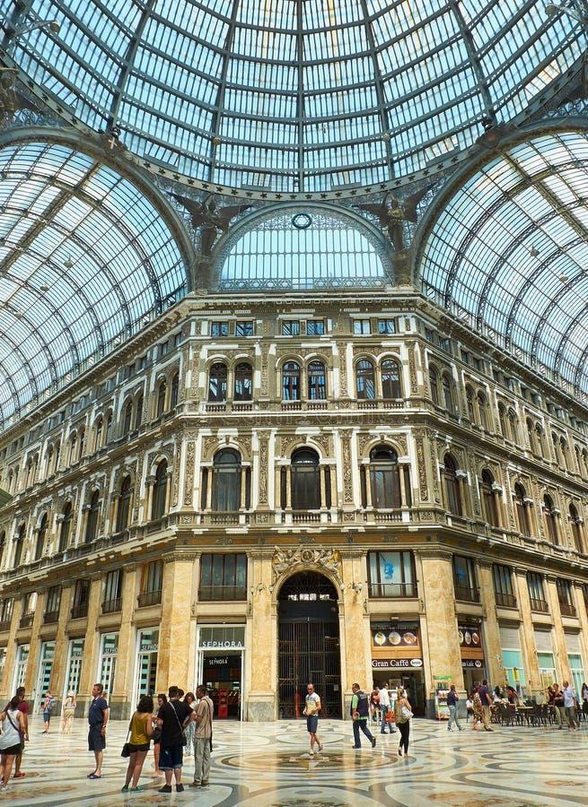 Люди идя в Galleria Umberto i Неаполь Кампания, Италия стоковые фото