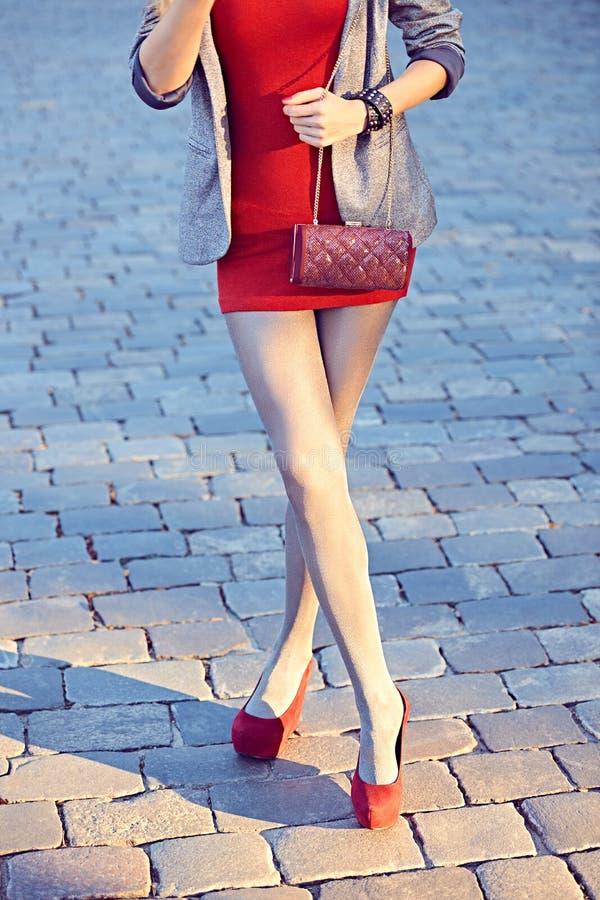 Люди моды городские, женщина, внешняя lifestyle стоковые изображения rf