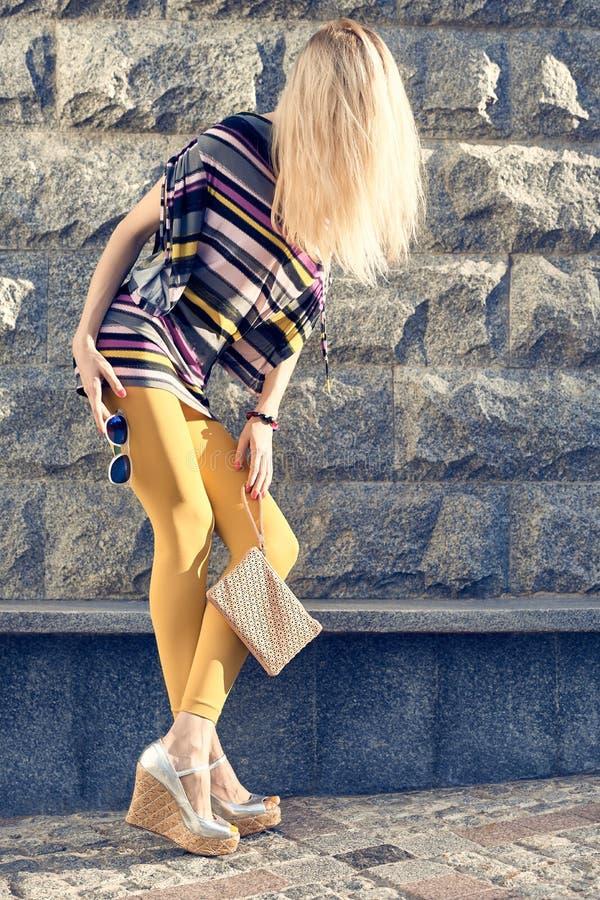 Люди моды городские, женщина, внешняя lifestyle стоковая фотография rf