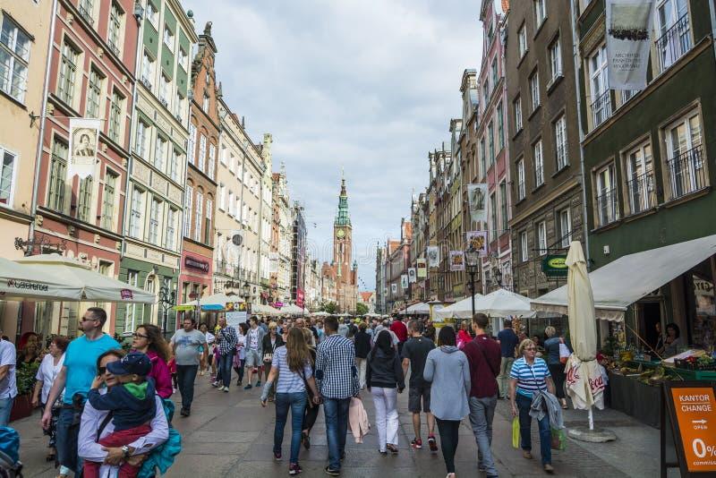 Люди на длинной улице Гданьске стоковое изображение rf