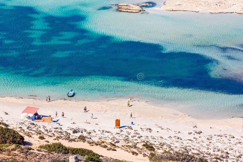 Люди на пляже в лагуне Balos Крит Греция стоковые изображения rf