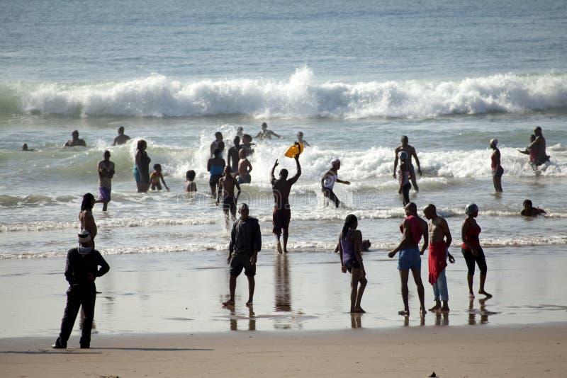 Люди на пляже, Дурбан стоковое фото rf