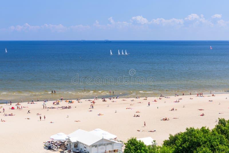 Люди на пляже Sopot на Балтийском море стоковое изображение rf