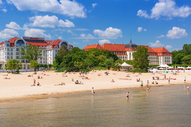 Download Люди на пляже Sopot, Польши Редакционное Стоковое Фото - изображение насчитывающей дом, пристань: 41663003