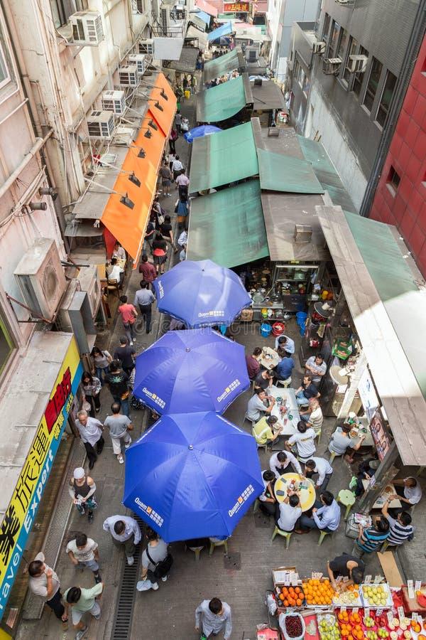 Люди на улице в Гонконге осмотрели сверху стоковое фото rf