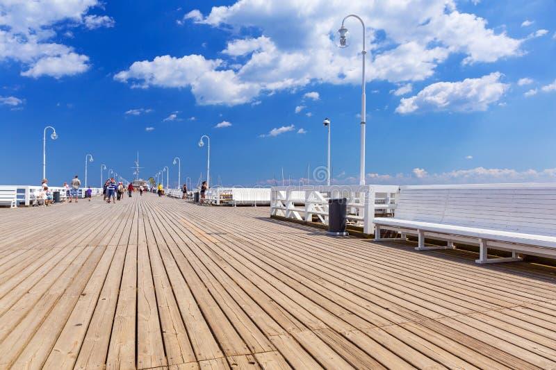 Download Люди на Molo Sopot на Балтийском море, Польше Редакционное Фотография - изображение насчитывающей праздники, заполированность: 41663132
