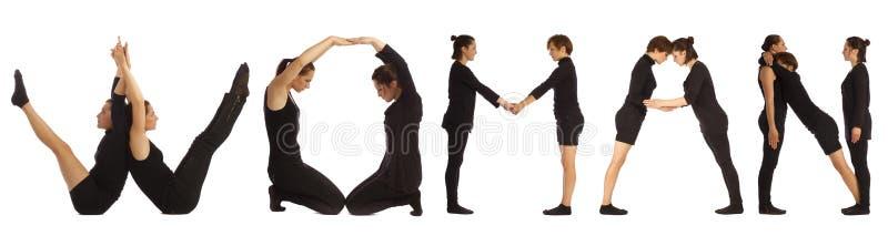 Люди одетые чернотой формируя слово ЖЕНЩИНЫ стоковые фотографии rf