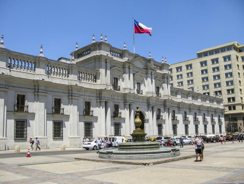 Люди перед зданием парламента в Сальвадоре de Чили стоковое фото rf
