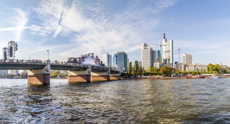 Люди празднуют 25th годовщину немецкого единства в Франкфурте стоковые фотографии rf