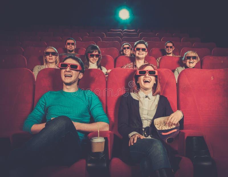 Люди смотря кино в кино стоковое изображение rf