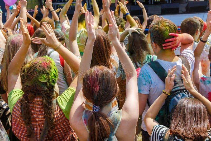 Люди танцев никакие ежегодный фестиваль holi стоковое изображение