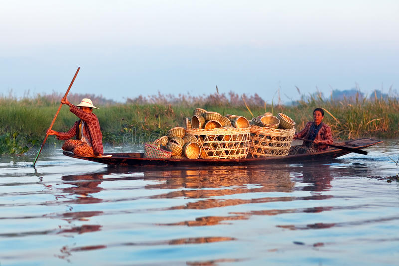 Люди трибы Intha, Myanmar стоковая фотография rf