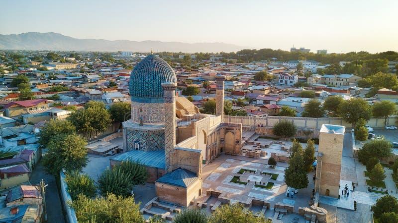 Мавзолей Gur-e-эмира в центральном Самарканде, Узбекистане вдоль стоковые изображения