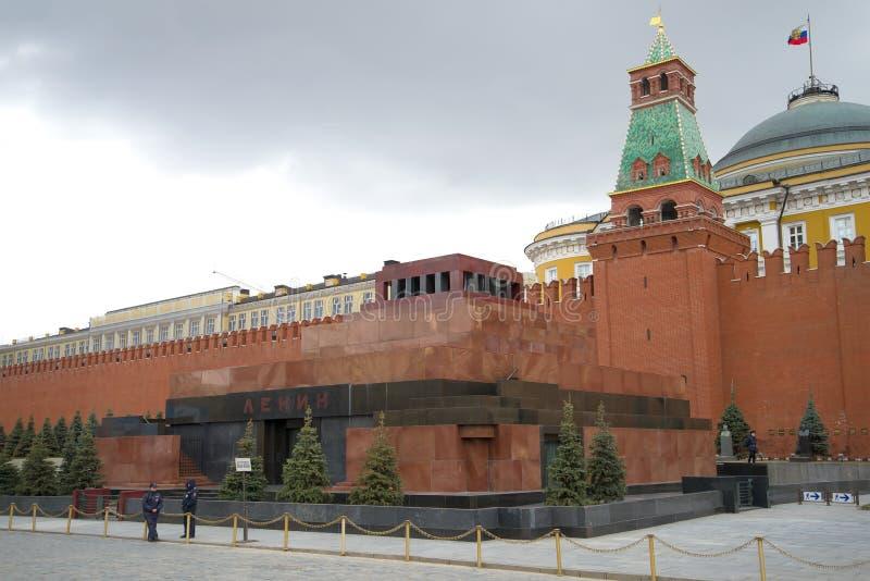 Мавзолей VI Ленин на красной площади на пасмурный день в апреле, Москве стоковая фотография