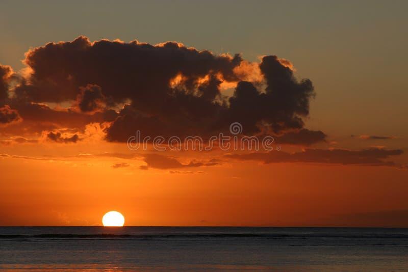 Маврикий над заходом солнца стоковые изображения rf