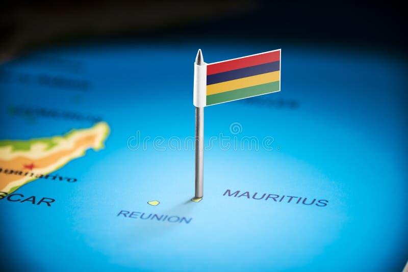Маврикий отметил с флагом на карте стоковое фото