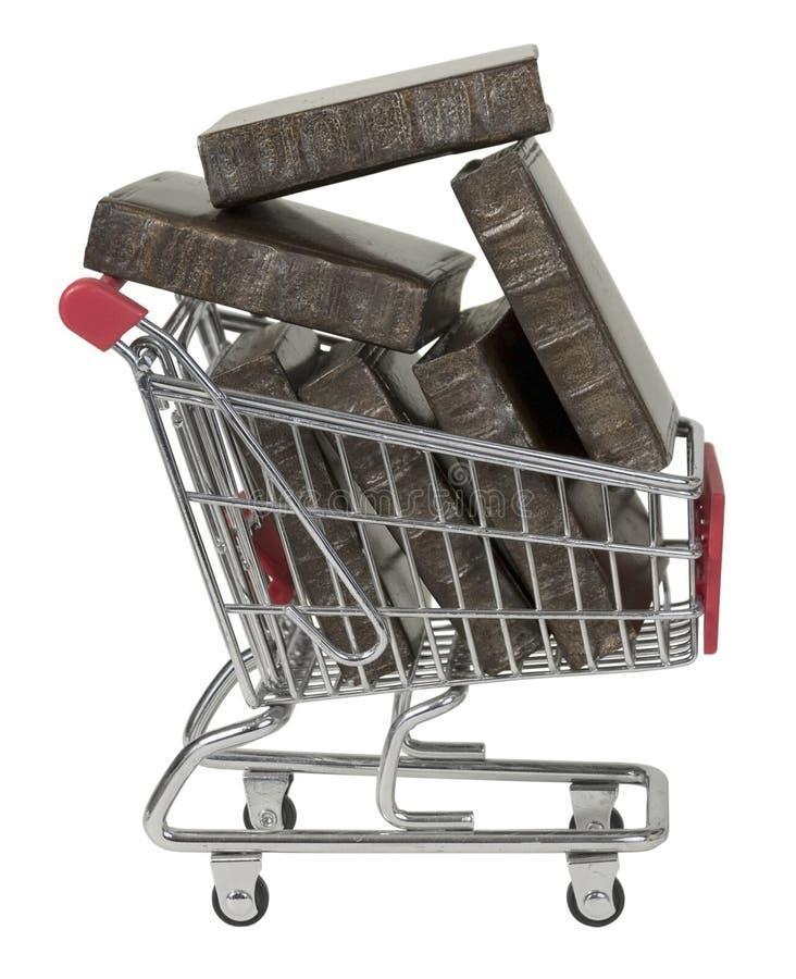 Магазинная тележкаа вполне книг стоковые изображения