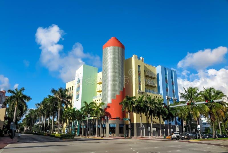 Магазины стиля Арт Деко на океане управляют южным пляжем, Майами, Флоридой стоковые фотографии rf