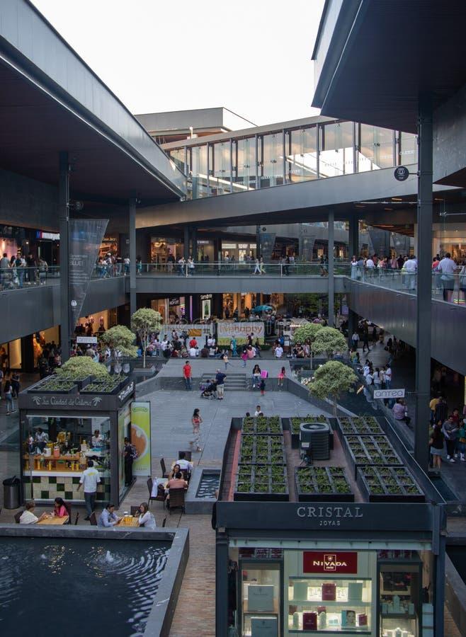 Магазины с садами крыши в центре образа жизни Antea в Queretaro стоковые фотографии rf