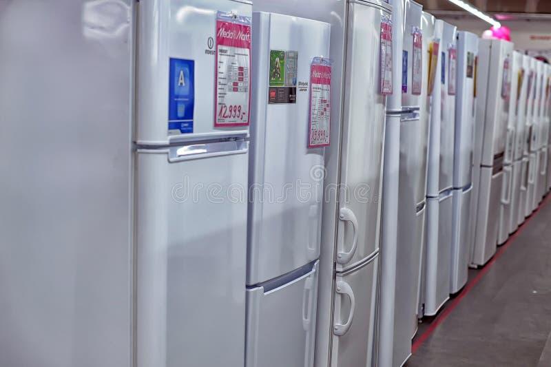 Магазины электроники, холодильник стоковые фото