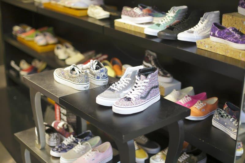 Магазин вскользь ботинок стоковая фотография