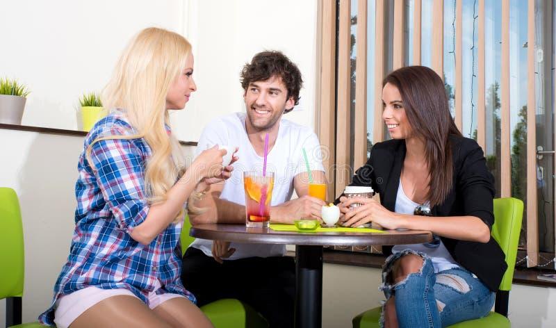 магазин друзей кофе стоковое изображение rf