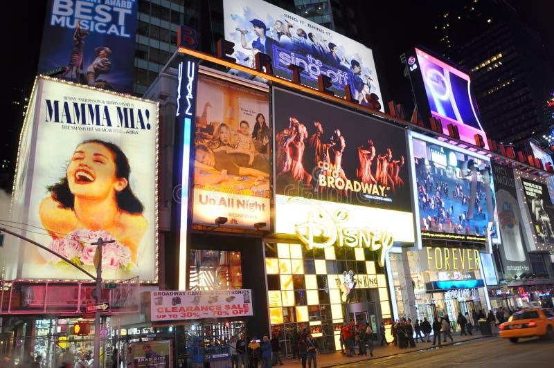 магазин квадрата ночи Дисней города новый приурочивает york стоковое фото rf