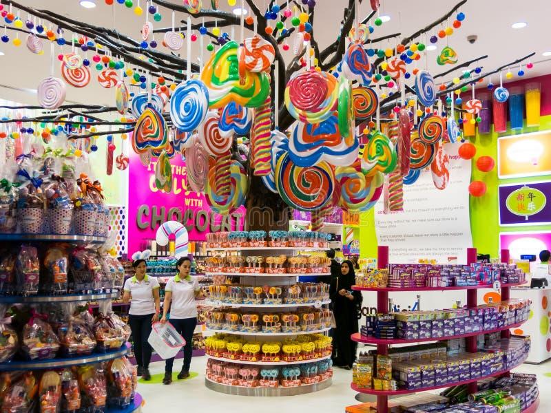 Магазин конфеты в моле Дубай стоковое фото
