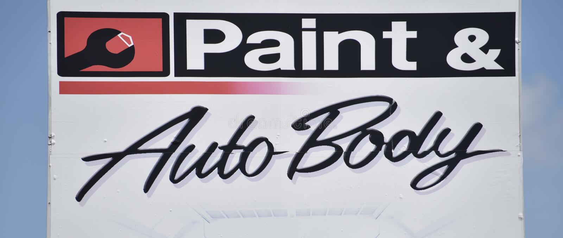 Магазин краски и автомобильного тела стоковые изображения rf