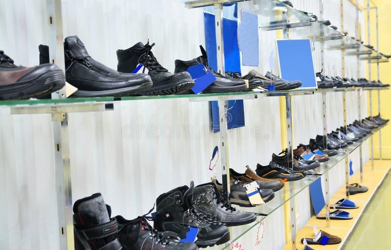 магазин людей s ботинок стоковая фотография rf