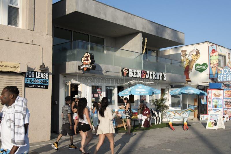Магазин мороженого Бен & Джерри на променаде Венеции стоковые изображения