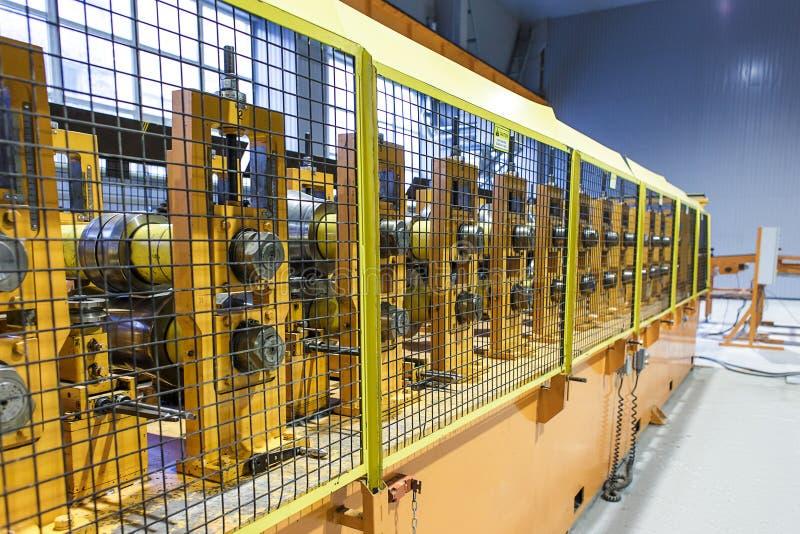 Магазин оборудования металла свертывая стоковые изображения rf